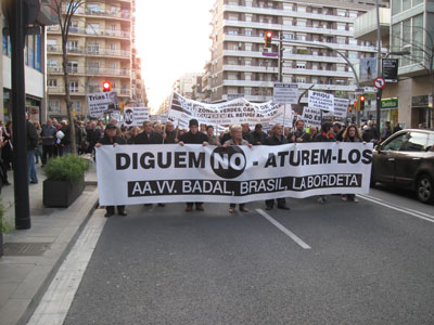 Sants-Badal es manifesta contra el tancament del CAP de Carreras Candi